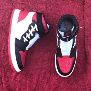 Nike Air Jordan 1 Retro Nova XX Bred Toe